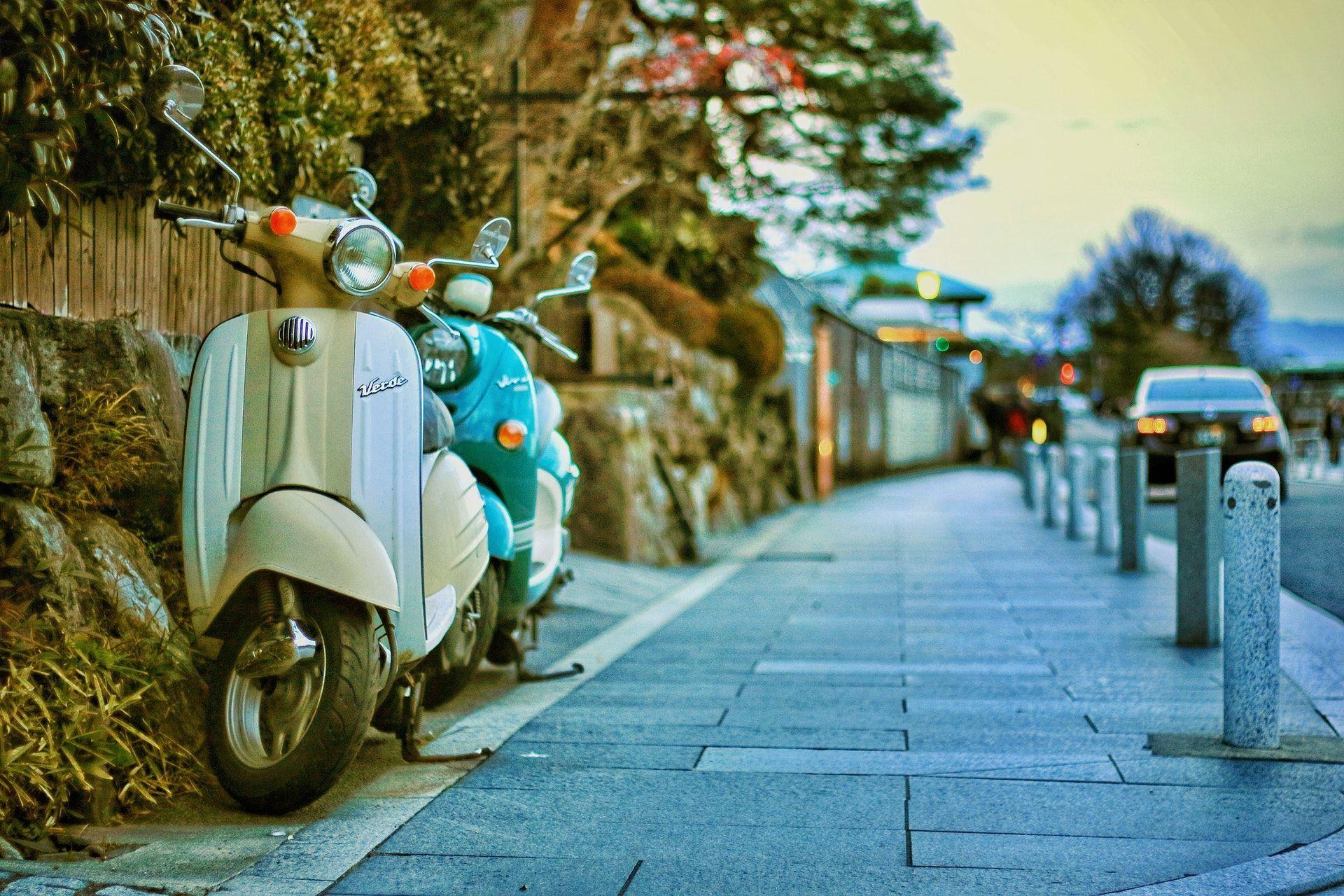 Alquila motos y bicicletas