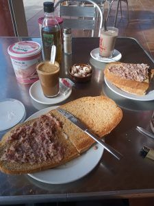 ¿Que significa enfoscar el pan o rebanada?