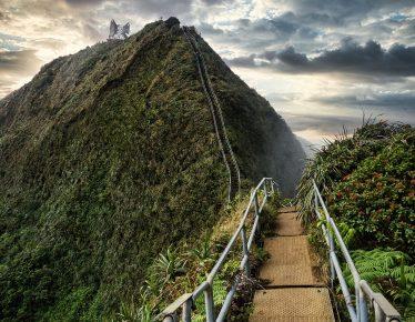 Las escaleras que van al cielo están en Hawaii
