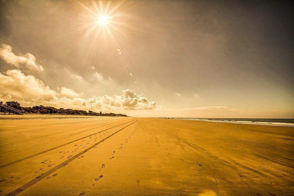 ▷ 🌊 Playa Las Tres Piedras ✅ Lo que debes saber antes de ir 🏖️ chipiona